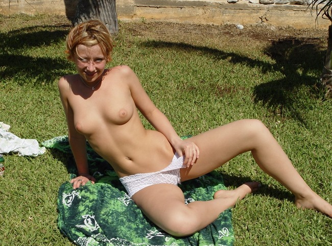 lindsey-marshal-topless-in-the-sun